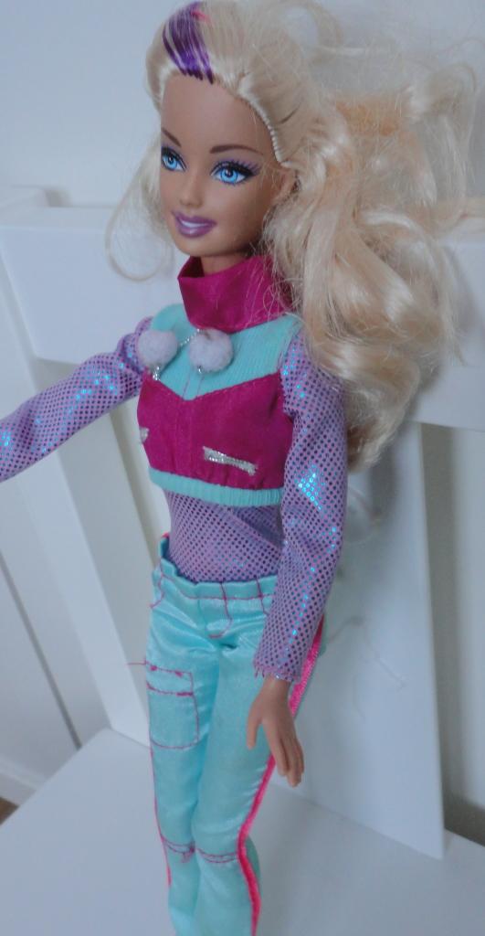 Barbie skier